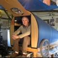 Американець багато років подорожує в крихітному будиночку, який побудував своїми руками
