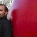 Інсталяція курта першко «червона куля» в парижі (5 фото)