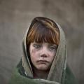 Подивіться в їхні очі! Діти-біженці з афганістану (14 фото)