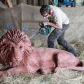 Умілець створює неймовірно красиві дерев`яні скульптури за допомогою бензопили